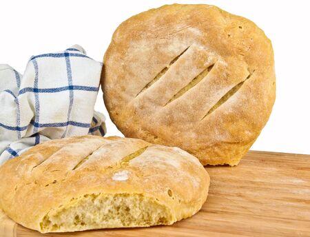 Frisch gebackenes hausgemachtes Brot. Close up auf weißem Hintergrund Standard-Bild - 10925863