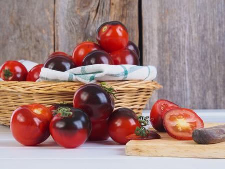 Schwarz Tomaten Standard-Bild - 58313160