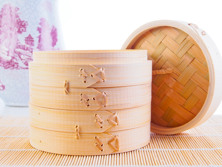 Traditional Chinese bamboo steamer Standard-Bild