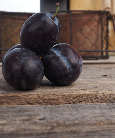 Blue delicious plums