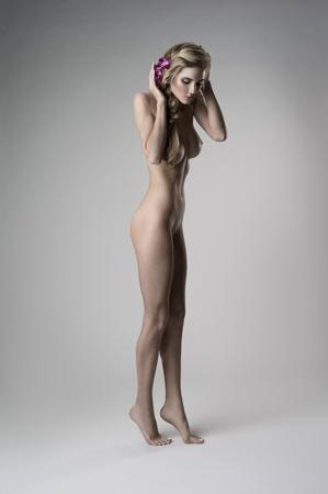 naked young women: Привлекательный обнаженная девушка