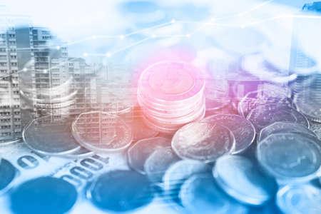 Dubbele blootstelling zaken en financiën achtergrond, munten, spaarrekening en rekenmachine Stockfoto - 83823802