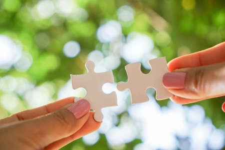 hand holding jigsaw , business teamwork,unity concept Standard-Bild