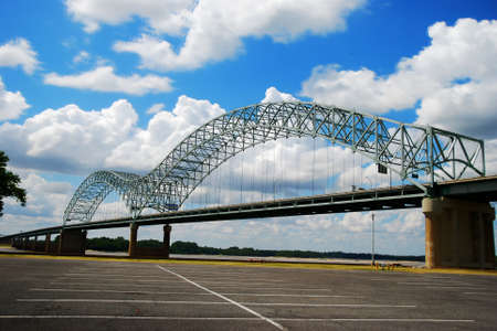 I-40 crosses the Mississippi at Memphis on the Hernando de Soto Bridge