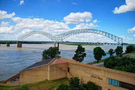 mississippi river: Mud Island Riverpark frames Hernando-Desoto Bridge into Memphis