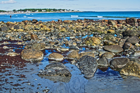 a view of the rocky shore of new hampshire