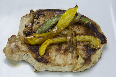 pork chop with onions and peppers Banco de Imagens - 74773675