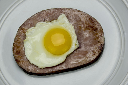 slice of ham with an egg on top Stock fotó