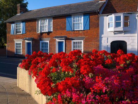 redbrick huis en geraniums