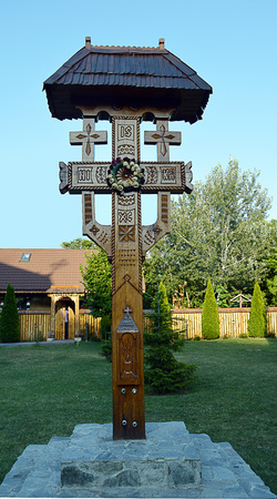 ornately: An ornately carved wooden cross beside Romanian Orthodox church in Bucharest, Romania Stock Photo