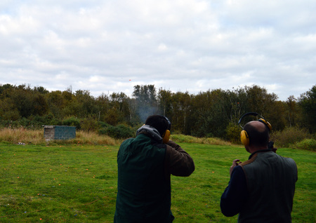 shooter: An instructor supervises a skeet shooter on a range in Fife Scotland Stock Photo