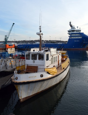 minke: MV Rover, the harbour cruise boat lies moored at the Eurolink Pontoon, Aberdeen, Scotland. The boat offers tours of the harbour and dolphin, porpoise, seal and minke whale spotting. Editorial