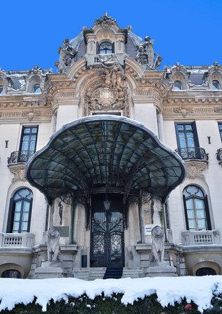 La Statua Equina Di Re Carol I Si Trova Di Fronte L\'Università ...