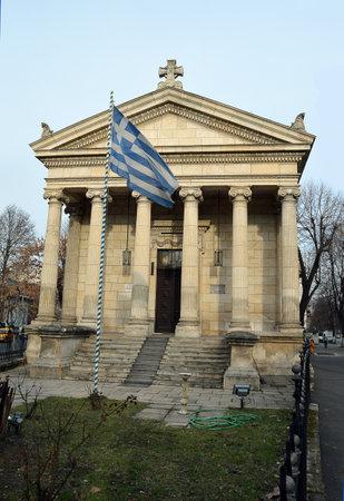 templo griego: Bucarest, Rumania - el 21 de DE FEBRERO DE 2016: Un templo griego, una iglesia ortodoxa griega, fue construido en Bucarest en 1899 y se encuentra en frente de la embajada griega en el Blvd. Fernando I. Editorial
