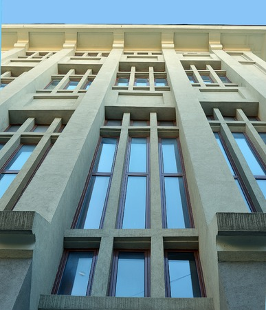 possesses: Although the most often seen side of ASE (Bucharest Academy of Economic Studies) is built in neoclassical style, it also possesses dramatic art deco facades. Editorial