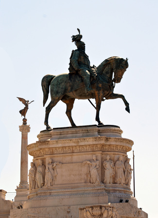 unification: The Equestrian statue of King Vittorio Emanuele at the national monument to him, the Altare della Patria, in Rome, Italy, is the largest in the city