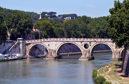 pope: The Ponte Sisto Bridge, Rome, Italy, commissioned by Pope Sixtus IV and built between 1473 and 1479.  Its characteristic oculus, or eye, is to diminish pressure in the event of flood. Stock Photo