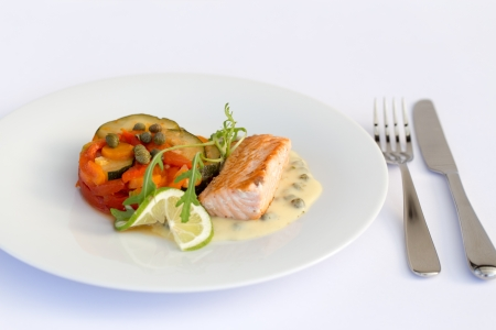 tilapiini: Fish fillet with lemon, vegetables and sauce in white plate. Stock Photo