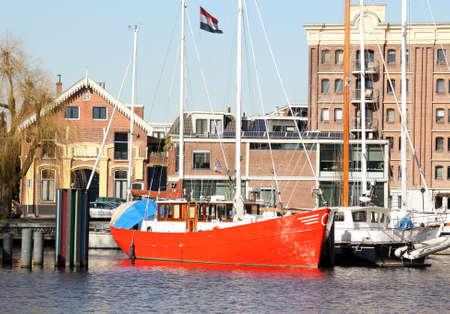 groningen: Zeilboten in de haven van de stad Groningen.
