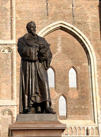 ourdoor: Statue of Hugo Grotius (Hugo Grotius) in the city of Delft. Netherlands