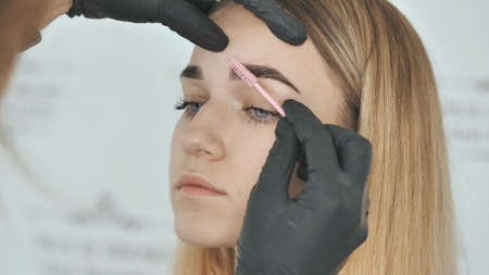 Create permanent eyebrow makeup. Combing eyebrows after dyeing.