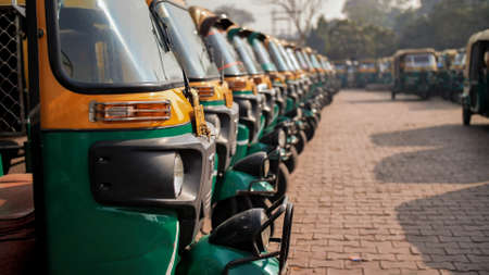 Indian taxi rickshaws exposed in a row Standard-Bild