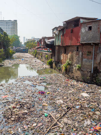 Poor and impoverished slums of Dharavi in the city of Mumbai. Stockfoto