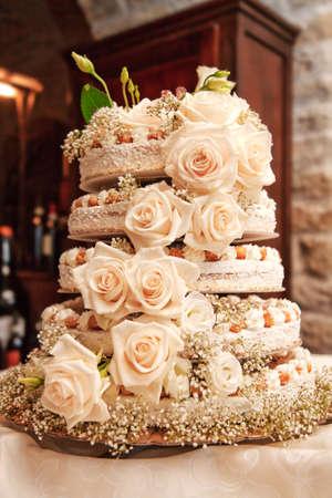 pastel de bodas: Pastel de bodas con rosas