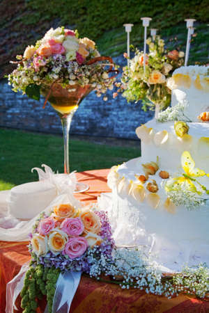 Bouquet and wedding cake. photo