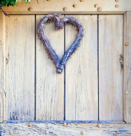 countrylife: Heart on a door