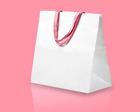 Witte boodschappentas op roze. Stockfoto