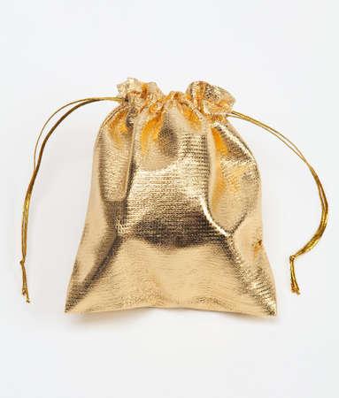 joyas de oro: Peque�a bolsa de oro en blanco.