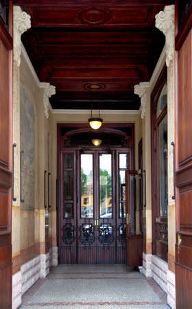 residencial: Entrance of a palace in Milan, Italy. Editorial