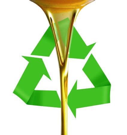 Pourin olie of gouden vloeistof op recycle symbool Stockfoto