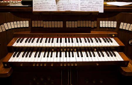 Toetsenbord van een orgel in een kerk Stockfoto