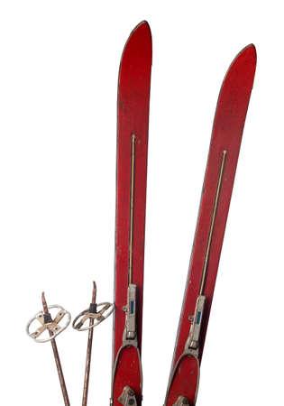 Oude houten ski's op wit wordt geïsoleerd