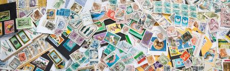 Les vieux timbres-poste de différents pays Banque d'images - 54985291