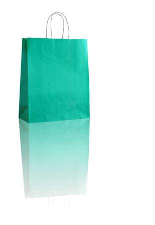 reflexion: bolso de compras de la turquesa en blanco con la reflexión (con espacio para su logotipo o texto)