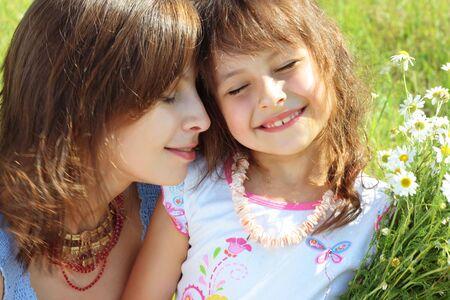 Mutter Ausruhen im Freien mit Tochter