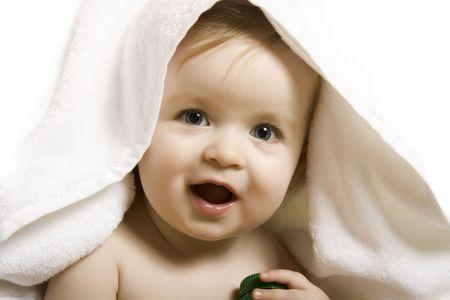 Baby nach dem Bad. Fr�hliche Kinder
