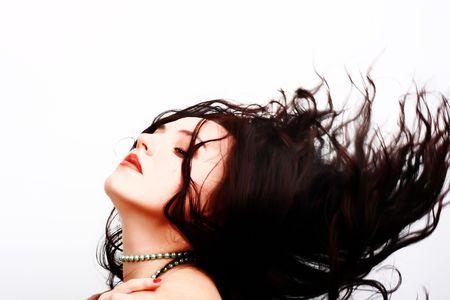 Portrait der sch�nen, sexy brunette M�dchen mit dem Wind im Haar
