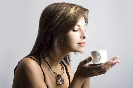 Portrait der sch�nen Frau Kaffee zu trinken