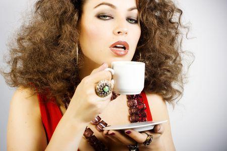 donna che beve il caff�: Ritratto di donna bella che beve il caff� Archivio Fotografico