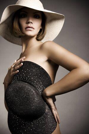 femme noire nue: Femme sexy et chapeau