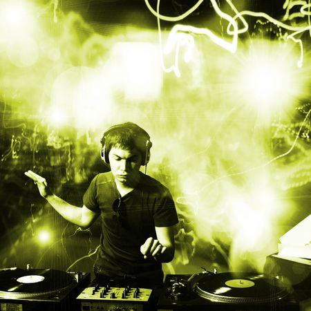 giradisco: Dj suonare musica disco house electro progressive al concerto