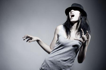 tanieć: Emocjonalnego Portret beautiful girl w kapelusz