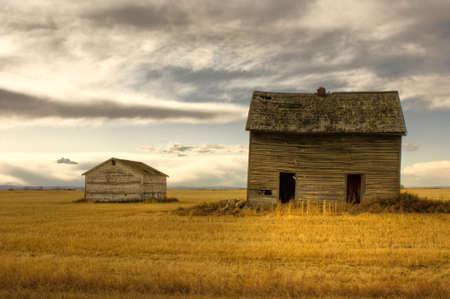 hdr: Image HDR de maison de ferme abandonn�e  Banque d'images