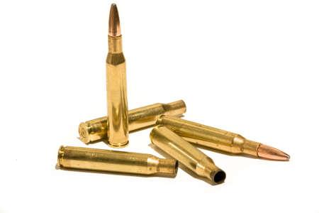 弾丸と空の真鍮のケーシング