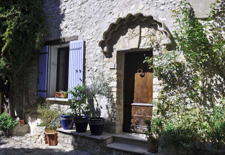 provencal: Traditional house in the ( Haute-Ville)  medieval city at Vaison La Romain, in the Vancluse, Provence, France.