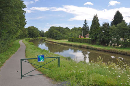velo: The Canal de Roanne a Digoin near Digoin in Burgundy. The Voies Verte cycle route follows the canal, at this point about 5km south of Digoin.
